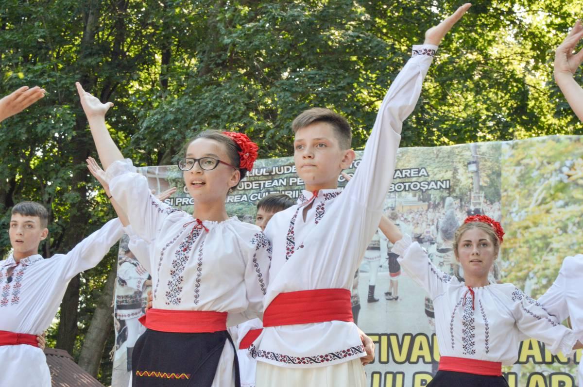 """Comunicat de presă – Festivalul Internaţional al Cântecului, Jocului şi Portului Popular """"Vasile Andriescu"""" Festivalul Fanfarelor"""